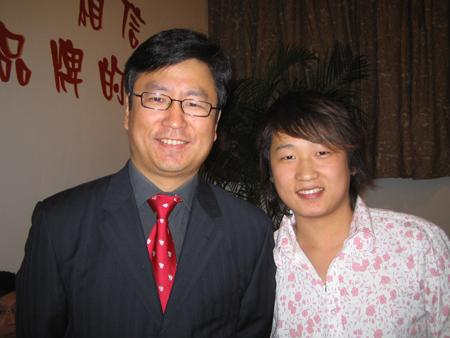 白岩松和刘晓峰合影