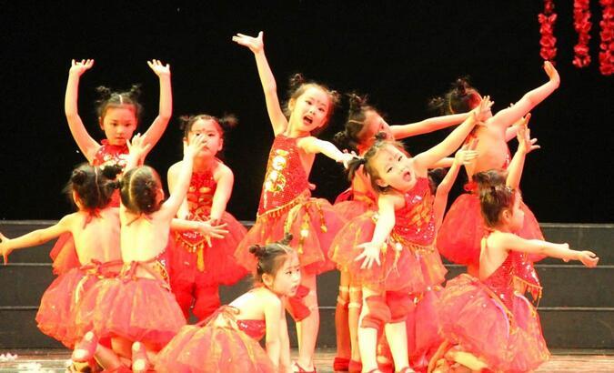 六一儿童节演出如何给儿童演出化妆