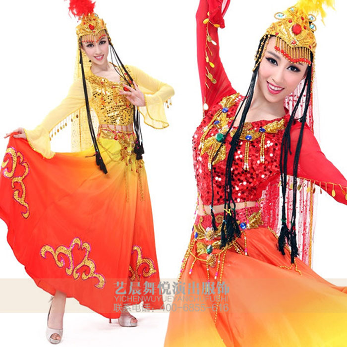 民族舞蹈服饰是民族舞蹈的一种外在装饰,民族舞蹈促进了民族舞蹈服饰的构成,在翩跃多姿的民族舞蹈中,更充分地展现了民族舞蹈服饰美的华彩。 民族舞蹈服饰和民族舞蹈的关系主要表现以下方面: 1、舞蹈服饰饰物发出声响的大小,也可以增强舞蹈的节奏感。 舞蹈艺术的特征之一是它的节奏性。任何舞蹈都是有节奏的运动。以饰物碰击的声音为舞蹈伴奏,是音律与舞美的完美结合,是少数民族高超的美学鉴赏力与表现力的体现。例如:维吾尔族女士跳舞时喜欢佩戴头饰、耳饰、颈饰和手饰等饰品。  2、民族舞蹈服饰可以美化舞者,增加美感。 在歌舞庆典