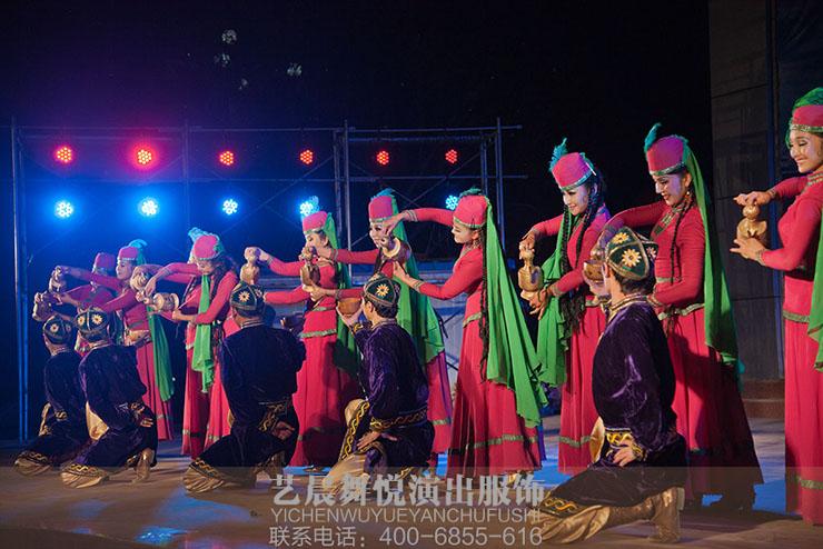 中国地域化的差异对舞台演出服装设计的影响