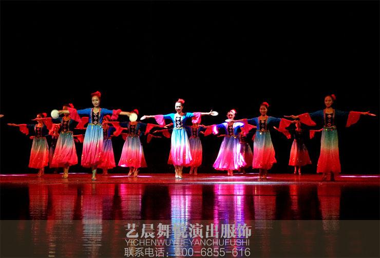 民族演出服装设计中民族性的体现_艺晨舞悦演出服装