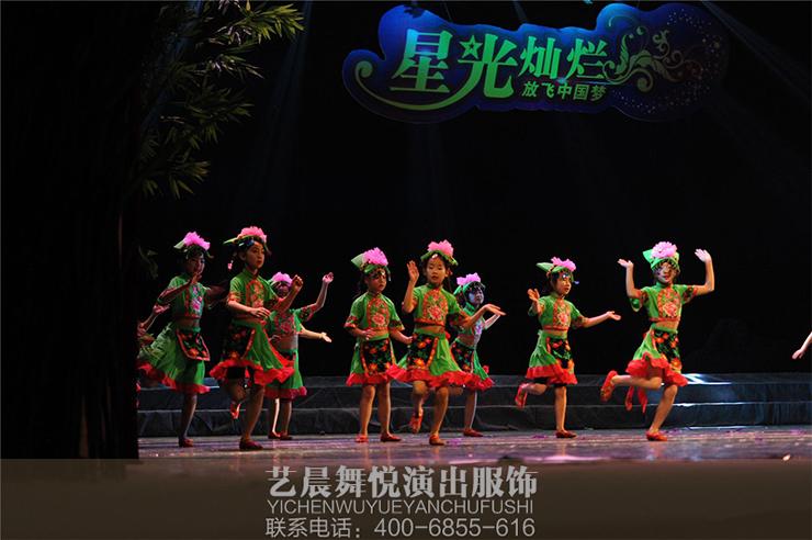 公司不仅要懂演出服装设计,更要懂舞台演绎,这样设计制作出来的舞蹈