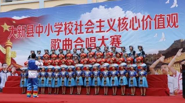 中小学合唱大赛,学生合唱服装引瞩目