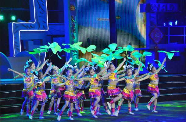 艺晨舞悦定做儿童舞蹈服装助小朋友们登上春晚