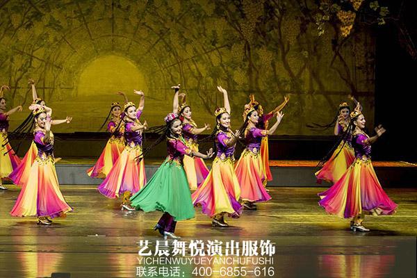 民族歌舞剧院亮相民族舞蹈演出服装