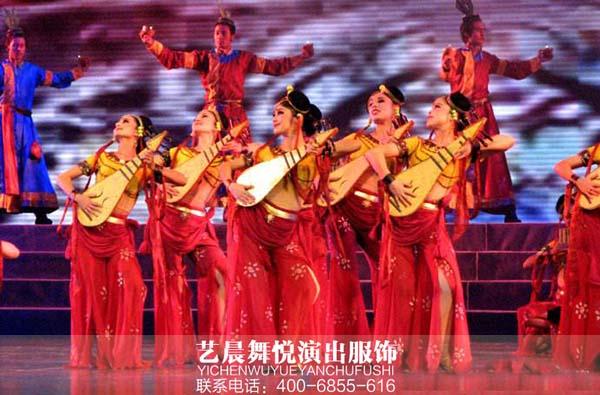 新疆民族服装亮相于大型歌舞剧《情暖天山》