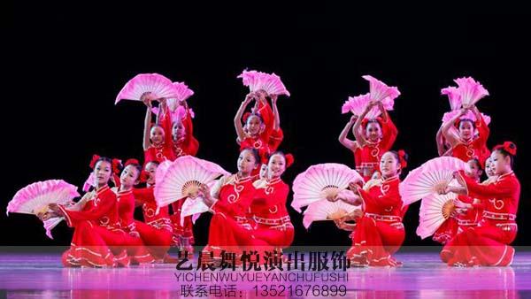 """""""舞动青春""""舞蹈演出服装点缀校园舞蹈大赛"""