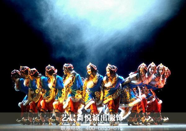 藏族歌舞表演展现藏族舞蹈服装
