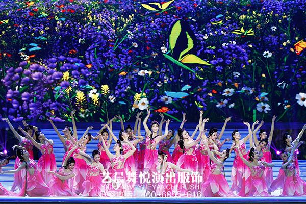 舞蹈演出服装点缀杭州西湖