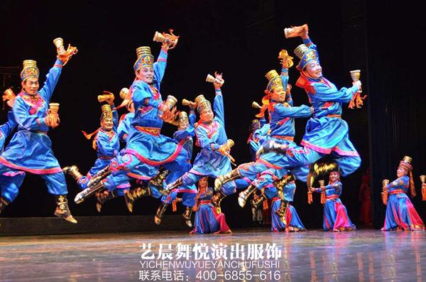 """通州区庆""""五一""""老年人身着舞蹈演出服装"""