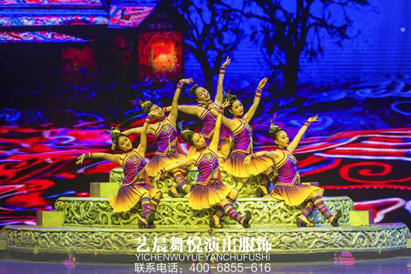 """""""中国梦·劳动美"""" 舞蹈演出服装亮相舞台"""