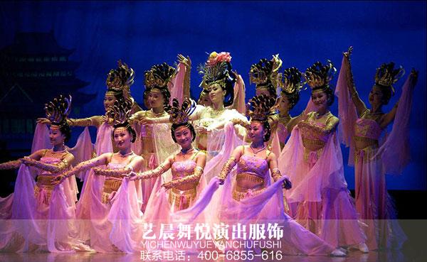 舞蹈演出服装亮相于文化艺术节