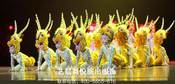 舞蹈演出服装亮相于校园文艺汇演