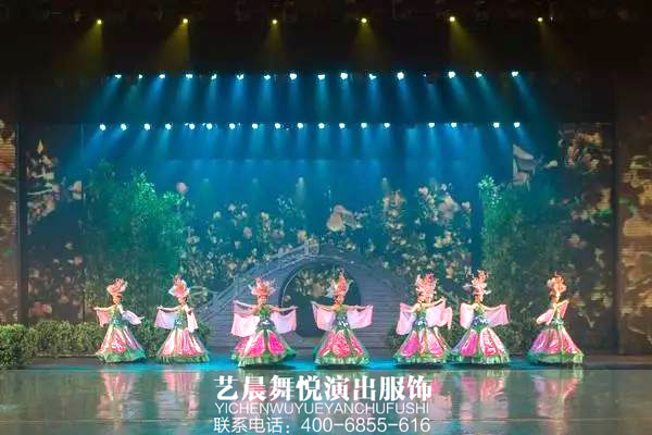 大型舞台演出融入舞台演出服装