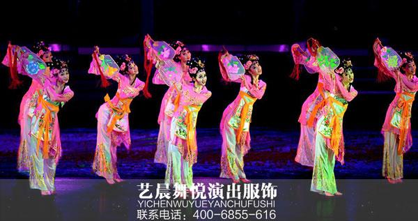 舞蹈演出服装点缀舞者舞台形象