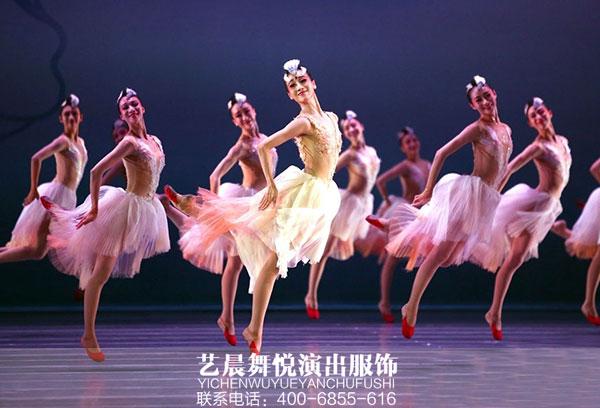 舞台演出服装装扮最美的舞台形象
