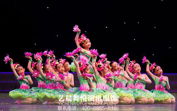 舞蹈演出服装展现学生的舞台风采