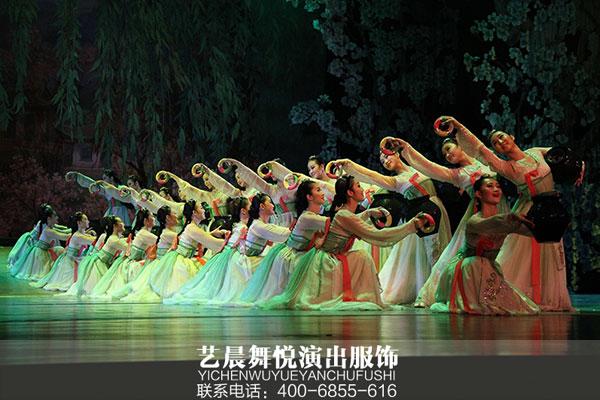 舞蹈演出服装为舞者形象增添光彩