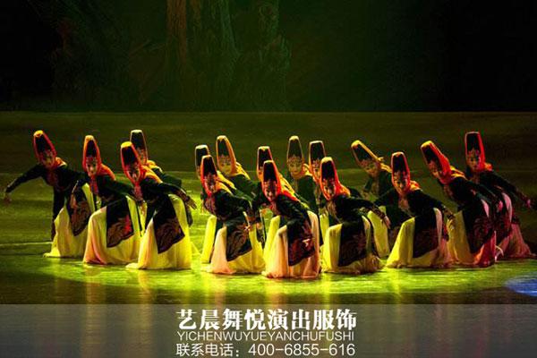 舞者精心搭配舞蹈服装赢得夸赞