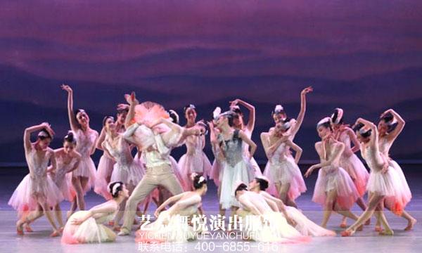 """大型歌舞""""庆七一""""亮相舞蹈演出服装"""