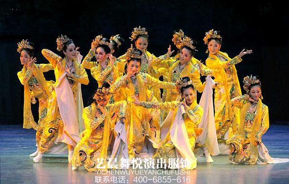 香港回归歌唱祖国岁月演出服装得到好评