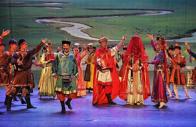 校园舞蹈《艺术之都·雅韵长沙》文化演出服服装设计赏析!